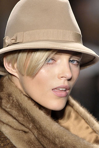Как почистить фетровую шляпу?