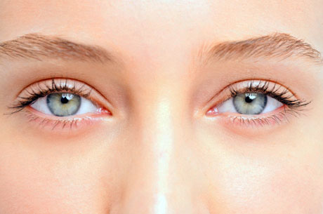 How to make the whites of the eyes whiter