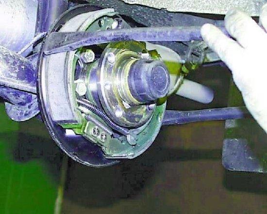 Как поменять тормозные колодки на ваз