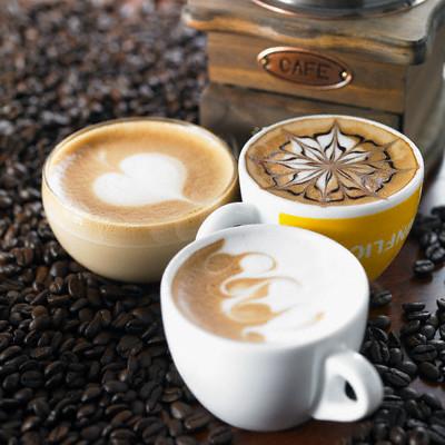 На кофейной пене можно создавать рисунки самого разного рода