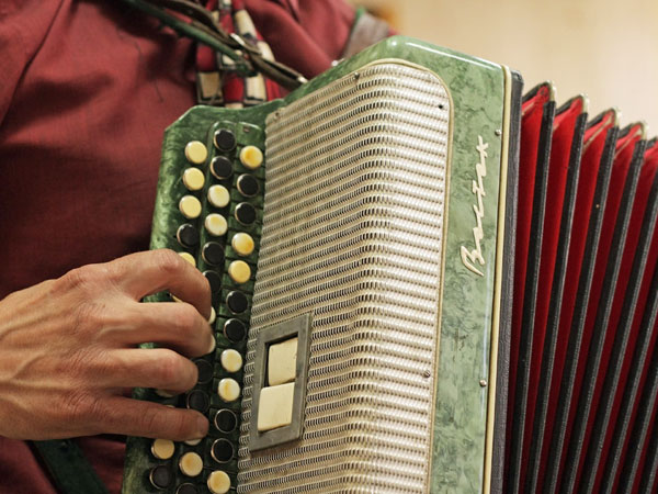 How to learn to play the accordion