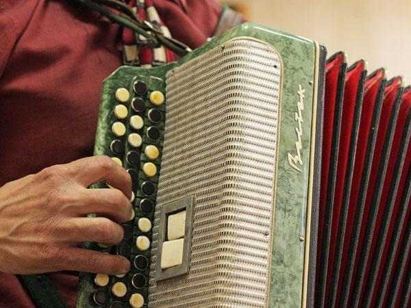Как научиться играть на гармони