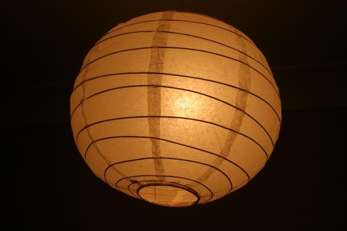 Плафон можно сделать из ниток или из ткани