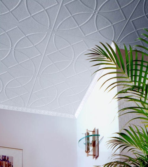 Пластиковая плитка - идеальный вариант для потолка