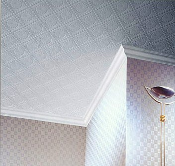 How to cut the corners of the ceiling moldings