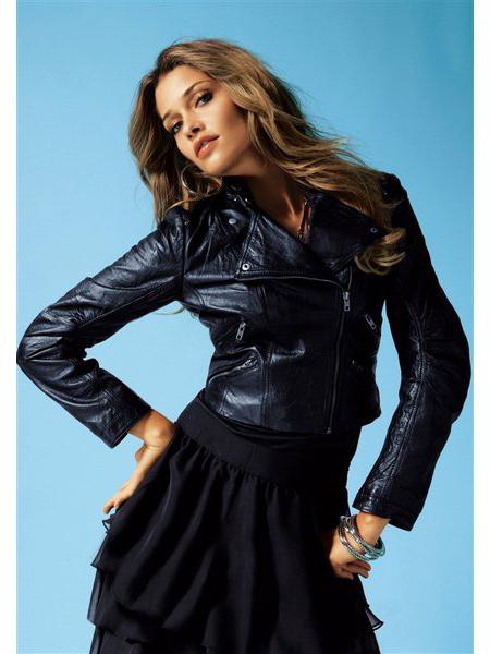 Даже самую модную кожаную куртку можно починить своими руками