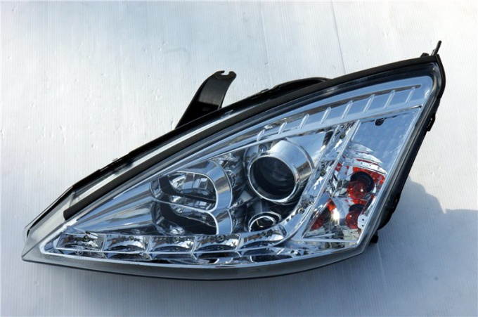 How to change <em>light bulb</em> in a Ford focus