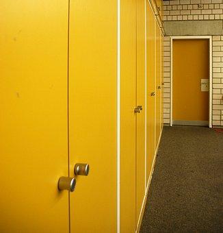 Фасады шкафов можно покрасить любой интерьерной краской