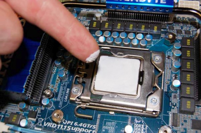 Replacing the thermal paste - it is simple, but requires accuracy