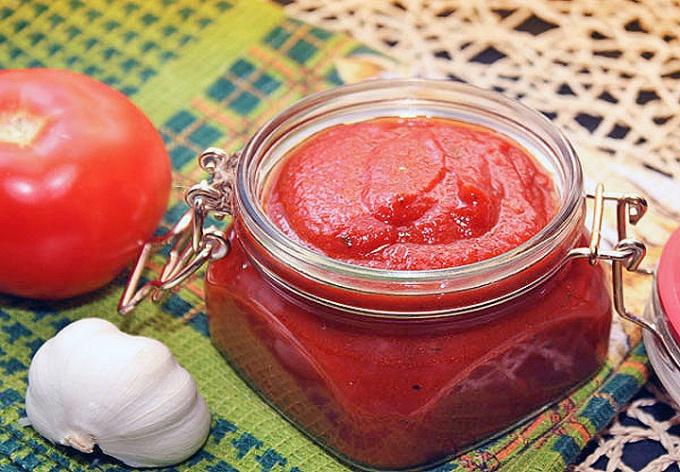 Кетчуп, приготовленный в домашних условиях, - настоящее лакомство!
