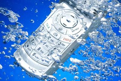 Упавший в воду телефон – еще не повод задуматься о покупке нового