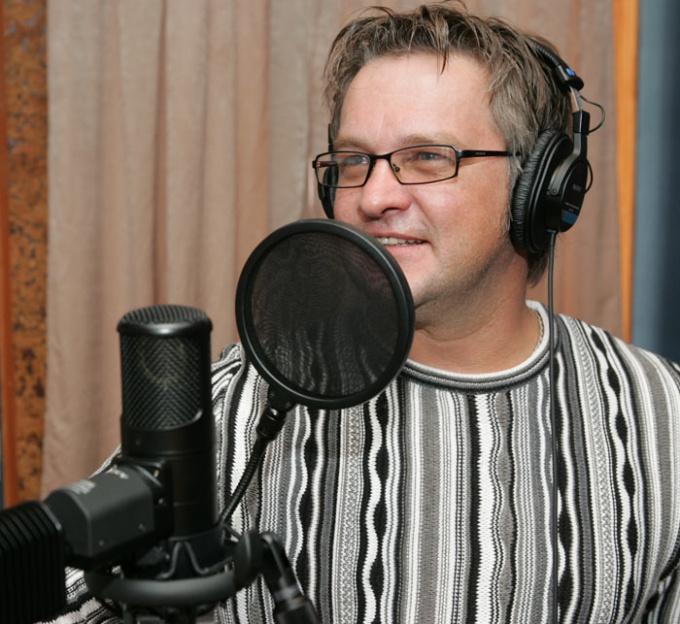 Наилучший метод наложить голос на музыку - высокопрофессиональная студийная запись
