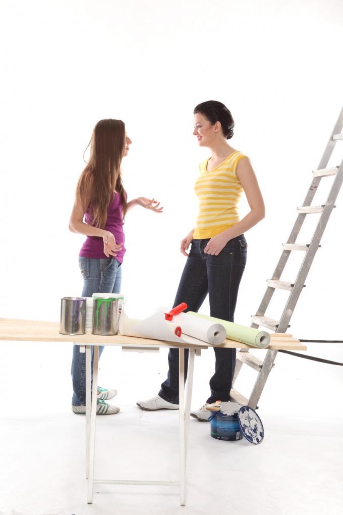 Как оклеить стены обоями