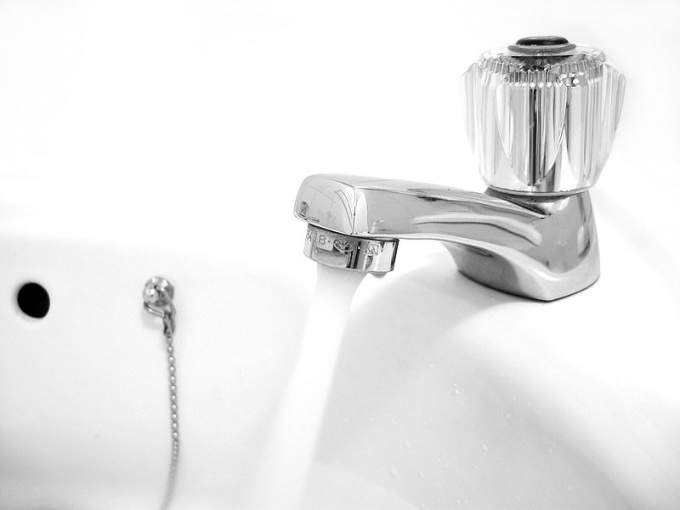 How to conduct plumbing in the house