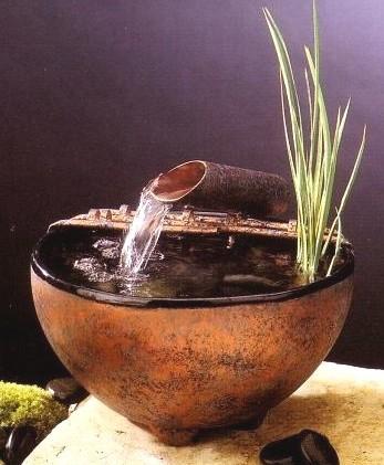 Помимо декоративной функции фонтанчик ионизирует и увлажняет воздух, что очень полезно.