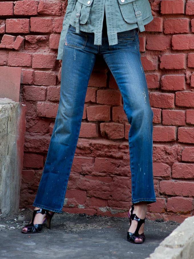 Выбирать джинсы следует по фигуре