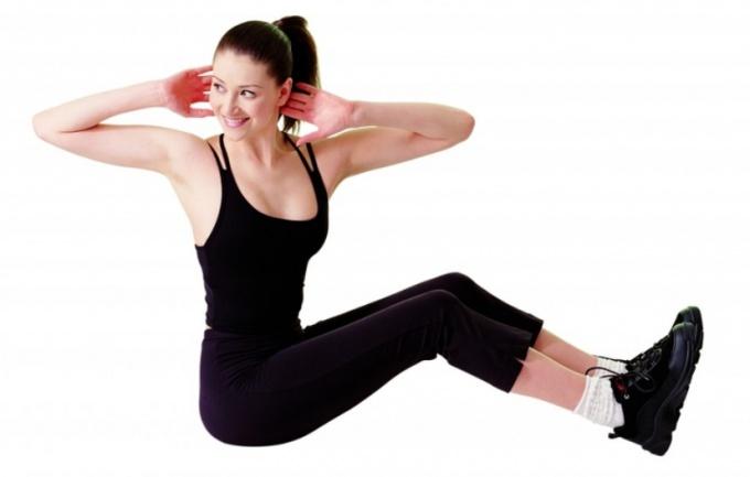 Регулярные тренировки на мышцы пресса сделают живот красивым.
