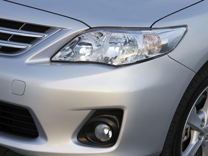 Блестящие и прозрачные фары увеличивают видимость на дороге