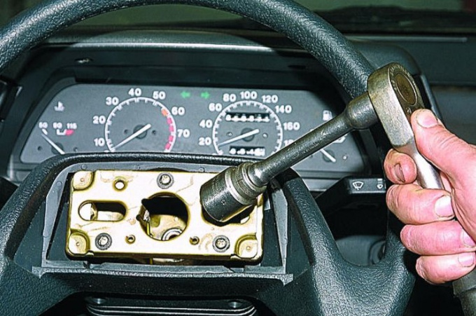 Как поменять руль