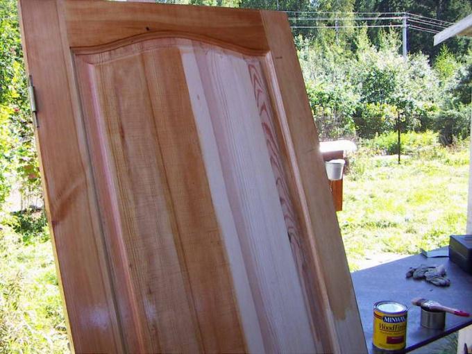 Как покрасить деревянные <strong>двери</strong>