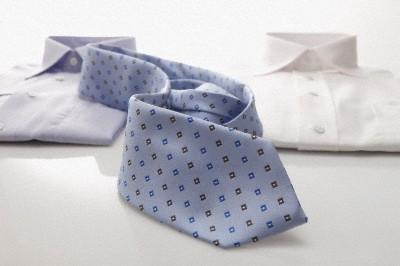 Перед стиркой почитайте инструкцию по уходу за галстуком