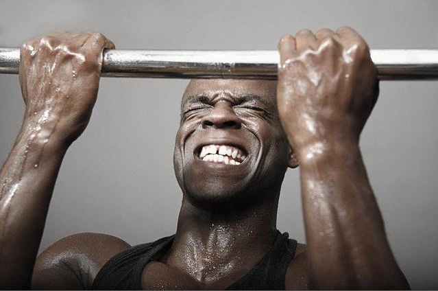 How to build chest muscles on the bar