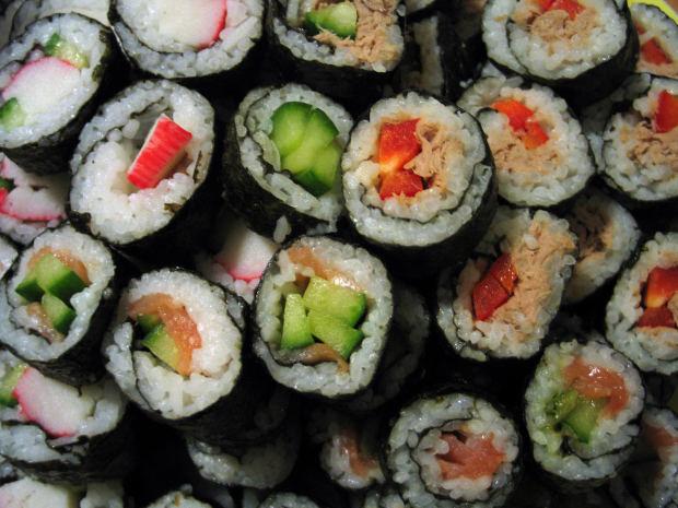 Суши и роллы это просто японский фаст-фуд. Но очень вкусный!