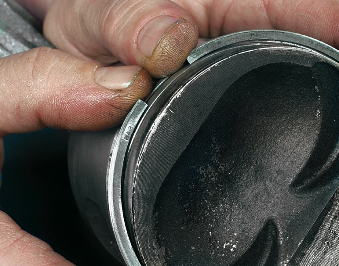 Как ставить поршневые кольца