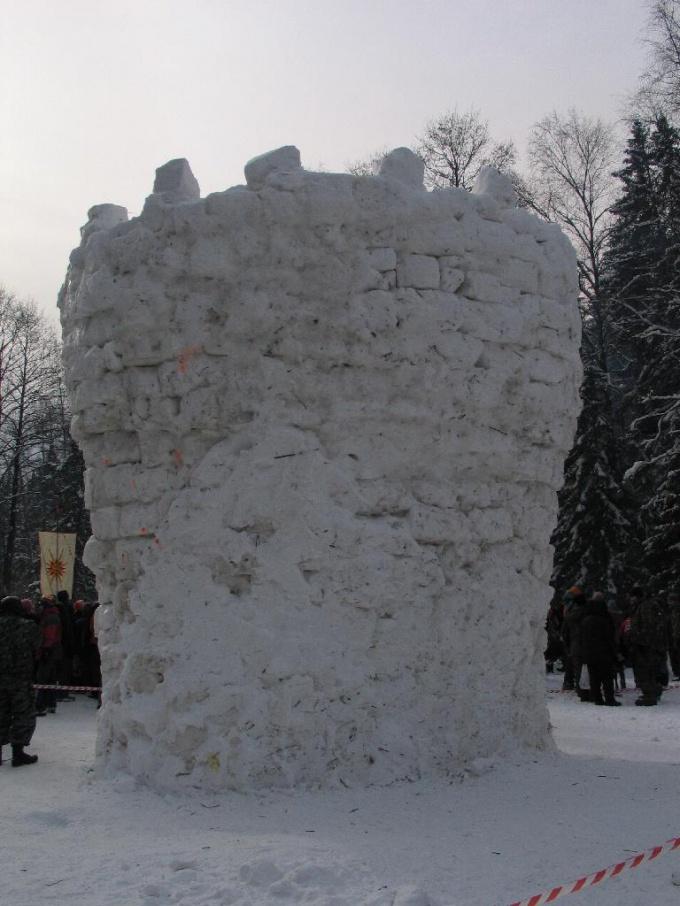 Настоящая крепость... из снега!