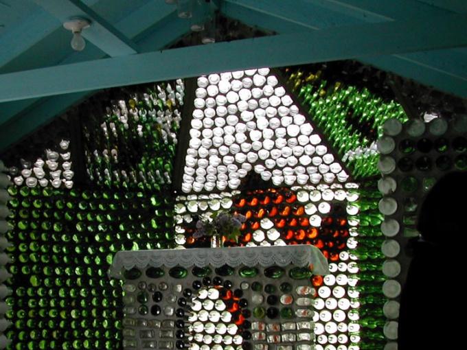 Как построить дом из бутылок