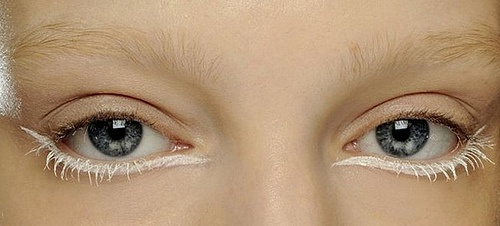 How to sum the lower eyelid