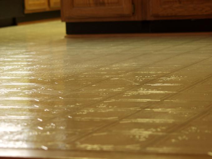Облицовку плиткой делайте на ровной поверхности