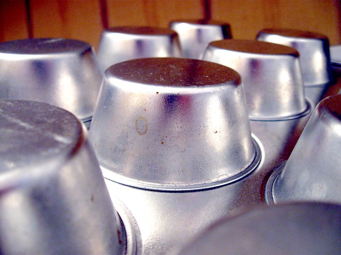 Алюминиевую посуду невозможно чистить кислотой либо щелочью