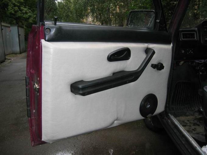 Как снять обшивку задней двери