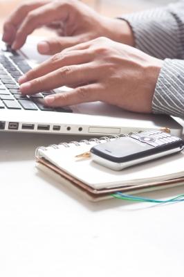 Некоторые операторы сотовой связи предоставляют возможность замены номера через интернет