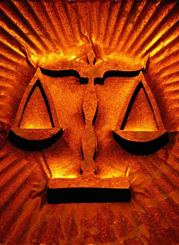 закон кармы - это закон равновесия добрых и злых сил в мире и жизни человека