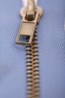 How to insert a zipper dog