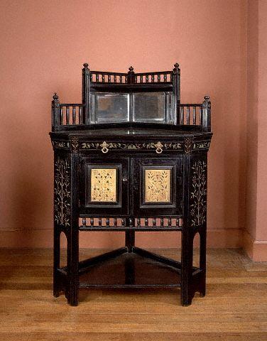 Покрасив мебель, можно дать ей вторую жизнь
