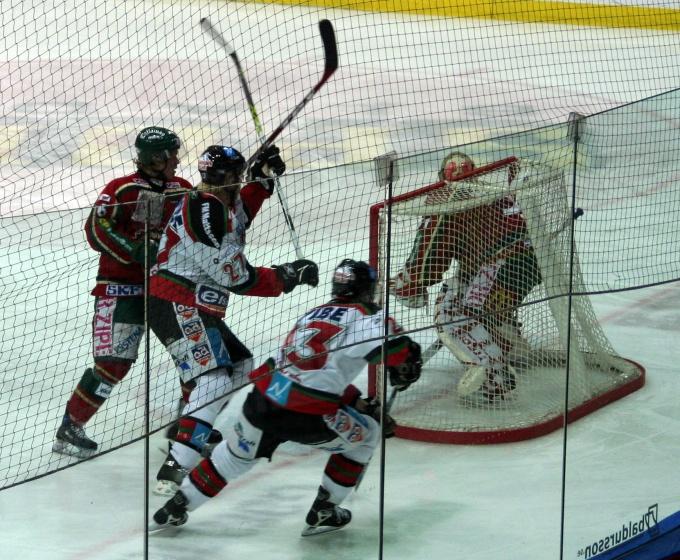 Хоккей - мужская игра