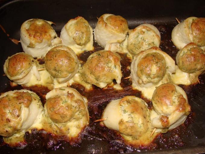 Филе рыбы и ароматные грибы под сырной шапочкой - изысканное сочетание.