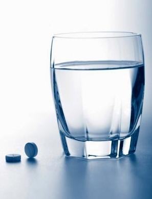 Кальций рекомендуется запивать большим количеством воды.