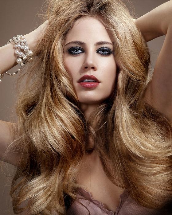 Волнистые волосы - украшение женщины, которое всегда в моде
