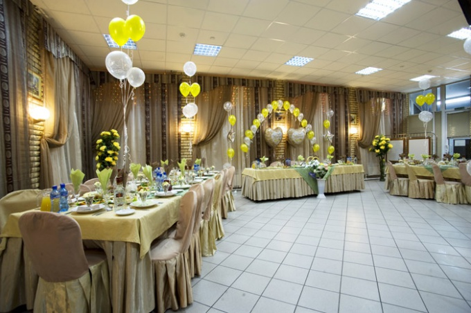 How to decorate a hall for wedding