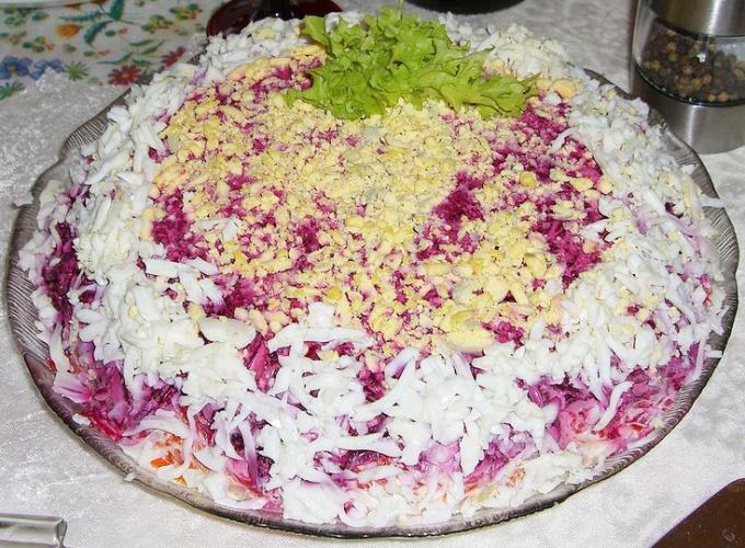 Селедка под шубой - популярное блюдо праздничного стола
