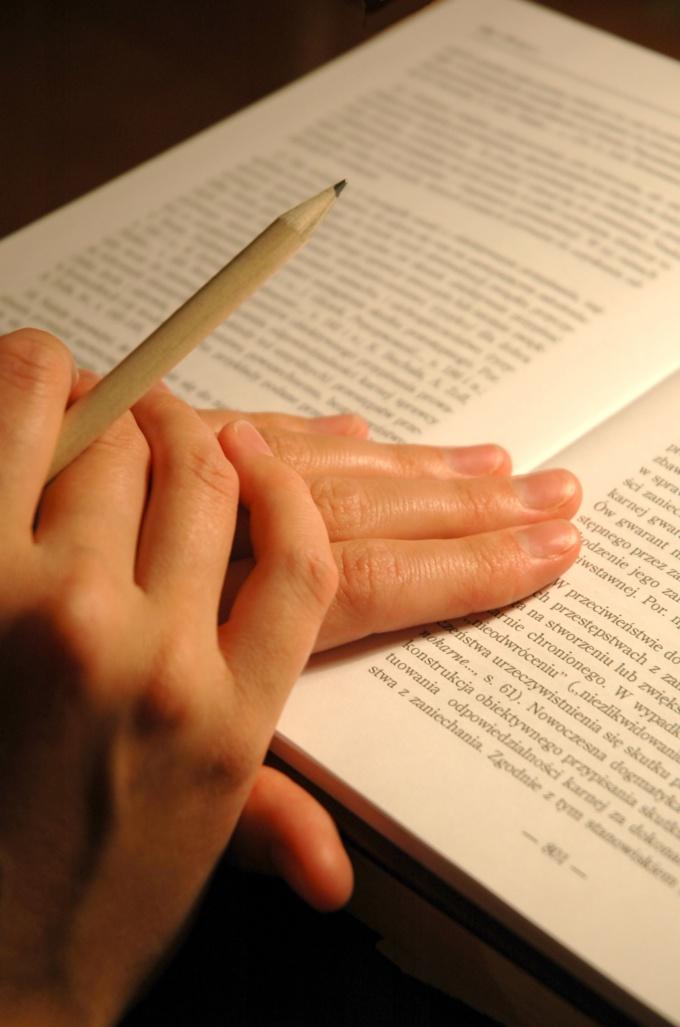 Незнакомые слова подчеркиваем и выписываем в словарик