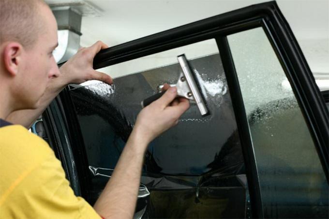 Как убрать тонировку со стекол