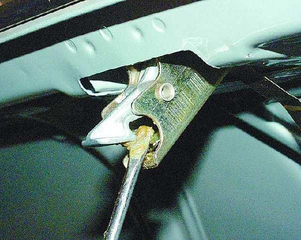 Как открыть багажник на ваз