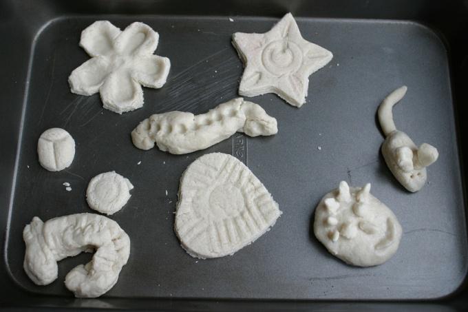 Поделка из соленого теста сушка