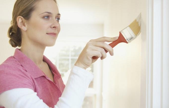 Как удалить пятна с потолка