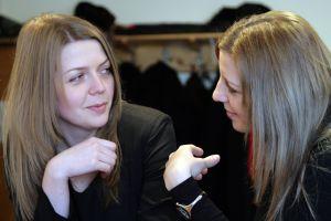 """""""зеркальные"""" жесты помогают добиться симпатии у собеседника"""